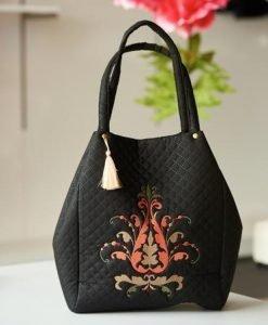 Geanta dama brodata din material matlasat neagra compartimentata cu buzunare interioare - Genti dama -