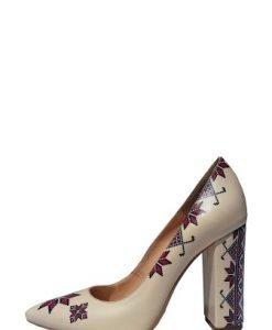Pantofi bej din piele naturala cu motive traditionale PN04 - Pantofi -