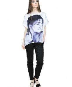 Bluza alba lejera cu fata imprimata D2528 - Bluze si topuri -