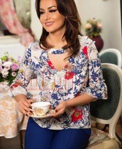 Bluza ivoire cu imprimeu floral albastru - BLUZE -