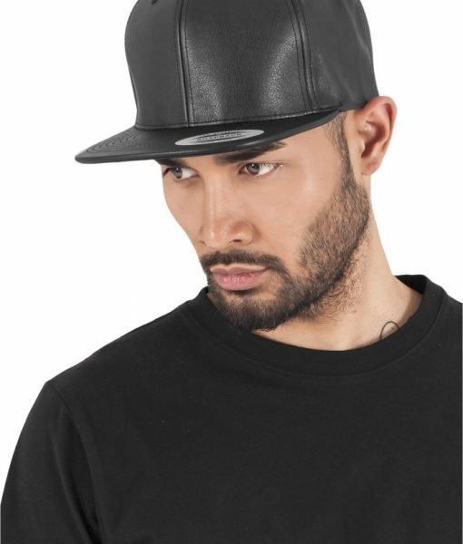 Sepci rap snapback din piele ecologica negru-negru Flexfit – Sepci snapback – Flexfit>Sepci snapback